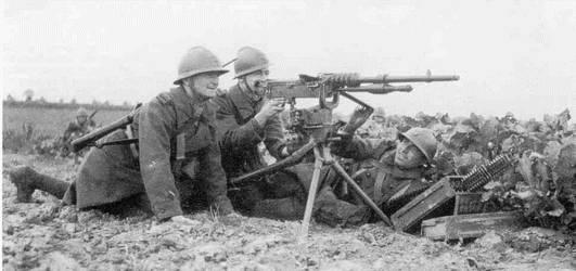 soldats-et-mitr-hotchkiss-14-en-batterie-1940-web